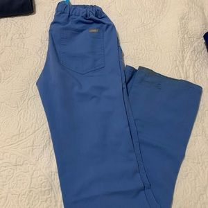 Livingston FIGS scrub pants used in XS tall